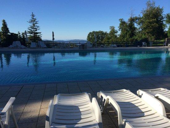 Hotel Arcobaleno : vue sur les montagnes de la piscine