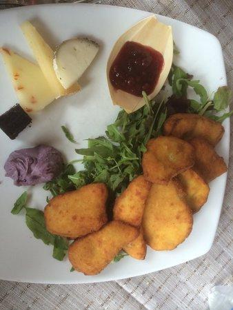 Rifugio Scoiattoli : Porcini fritti con selezione di formaggi
