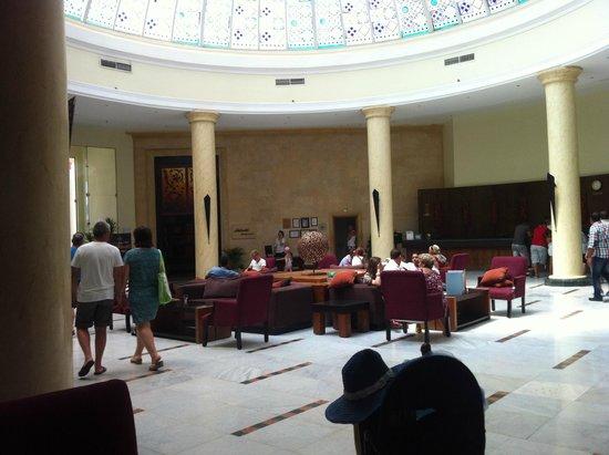 Hilton Hurghada Long Beach Resort : рецепшн
