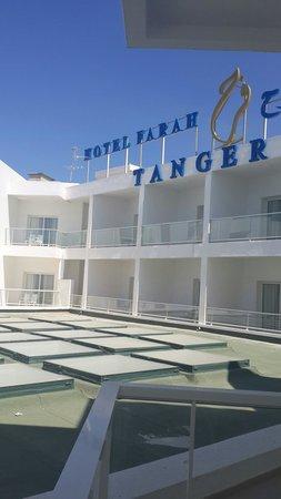 Hotel Farah Tanger : Voila ce que vous verrez de la chambre deluxe de l hôtel. Horrible