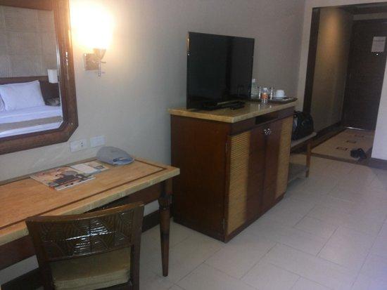 Henann Regency Resort & Spa: TV