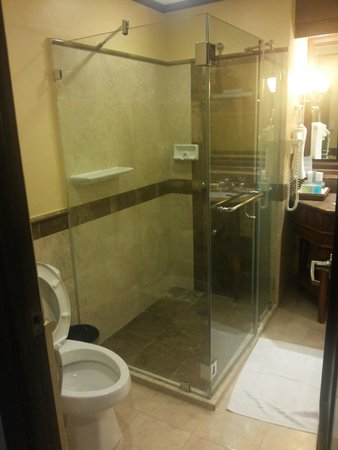 Henann Regency Resort & Spa: Shower