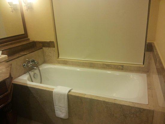 Henann Regency Resort & Spa: Tub