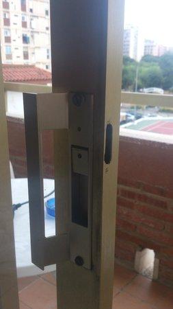 Hotel Esplendid: Serrure inexistante, Impossible de fermer cette chambre