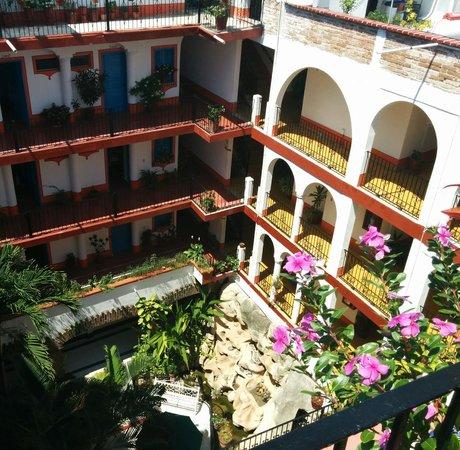 Encino Hotel: courtyard