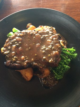 Coldstream Brewery: Porterhouse steak with pepper gravy