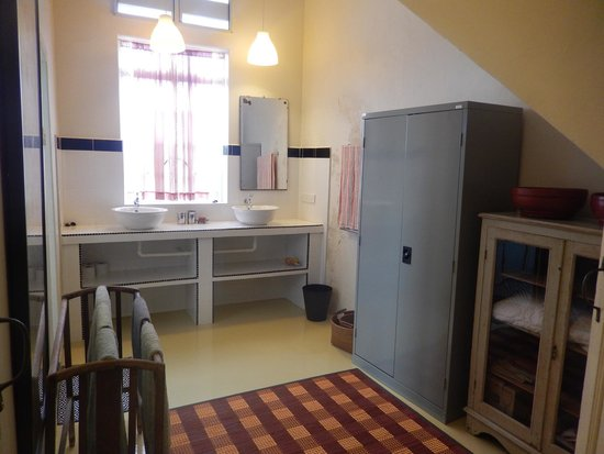 Kunststof Shutters Badkamer : Badkamer praxis praktische badkamer radiator praxis latest