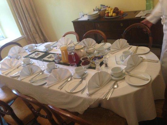 Inchgrove House: Breakfast layout