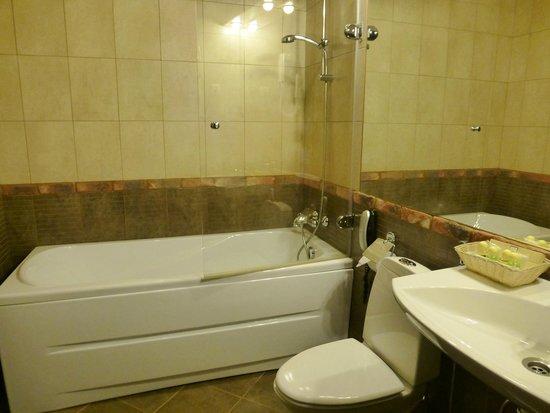 Stony Island Hotel: ванная