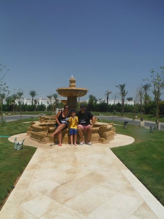 Le Royale Sharm El Sheikh, a Sonesta Collection Luxury Resort : Chilling by the fountain