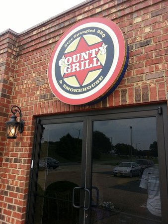 County Grill & Smokehouse: Front door