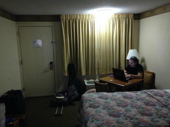 Econo Lodge: work desk