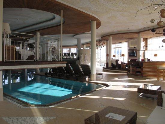 Alpenresort Schwarz: une autre piscine avec accès extérieur