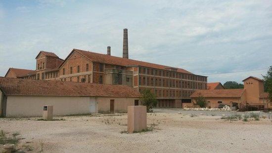 Site Mémorial du Camp des Milles : usine regroupant l expo