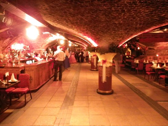 Medieval Banquet: Main area of the rooms