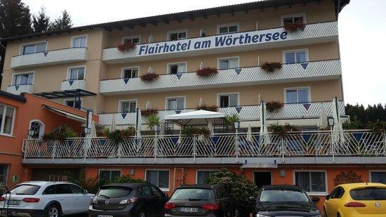 Flairhotel am Woerthersee: Hotel Ansicht vom See