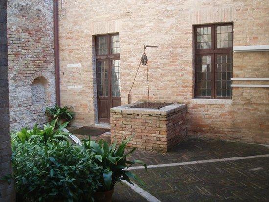 Casa Natale di Raffaello: pozzo