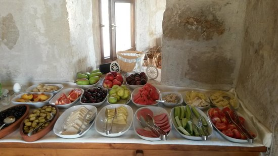 Aydinli Cave Hotel: Just some of the beautiful breakfast available