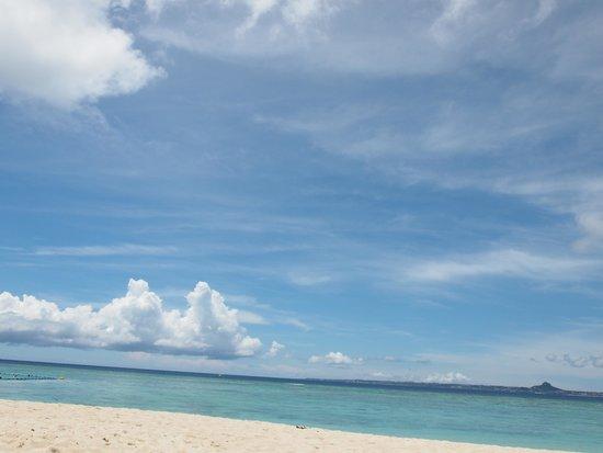 Sesoko Beach: エメラルドに輝くビーチ