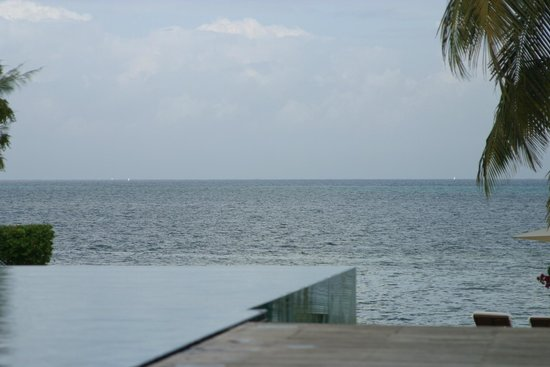 The Residence Zanzibar: La piscine à débordement