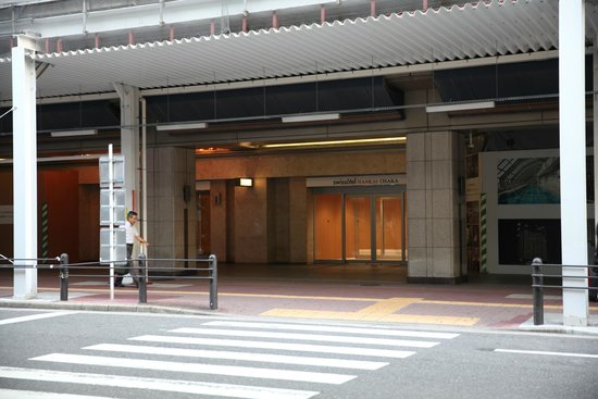 Swissotel Nankai Osaka : entrance at the street floor