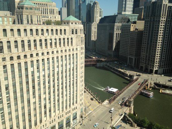 Breathtaking picture of holiday inn chicago mart plaza for Hotels up north chicago