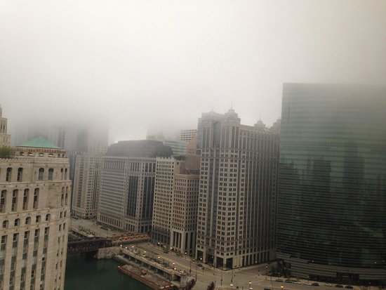 Holiday Inn Chicago Mart Plaza River North: Fog Covered Sky Room View