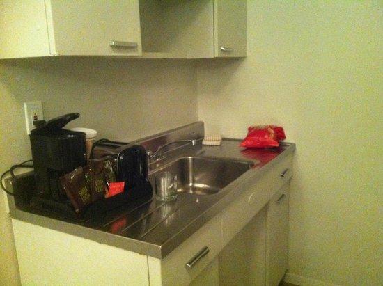 State Plaza Hotel: Kitchen
