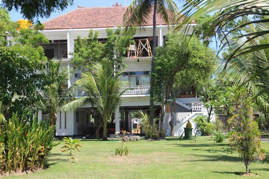 Kajane Tulamben: L HOTEL EN CONSTRUCTION