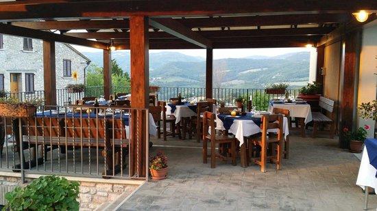 Agriturismo Il Castello: Terrazza per la cena