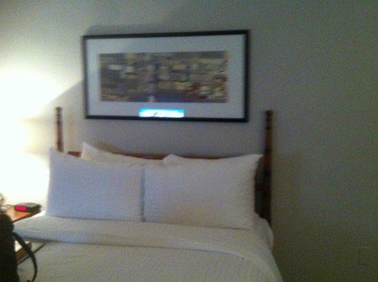 State Plaza Hotel : bedroom