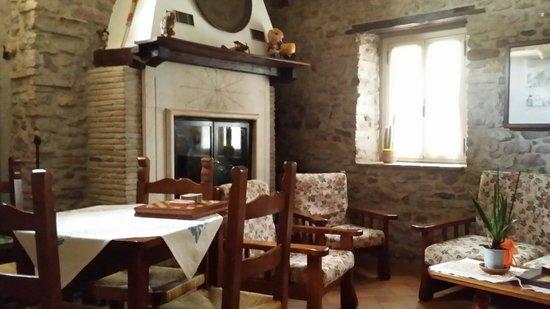 Agriturismo Il Castello: Salotto con caminetto