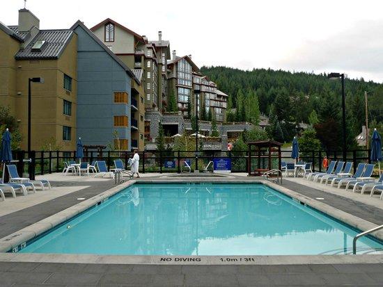 Hilton Whistler Resort & Spa: Pool area