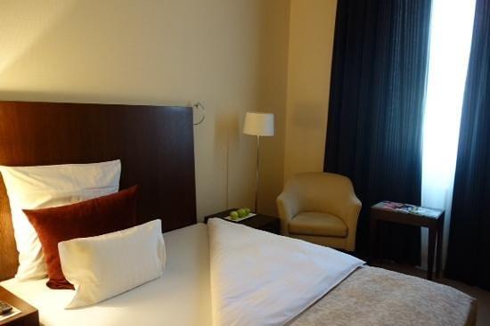 Steigenberger Hotel Metropolitan: bed