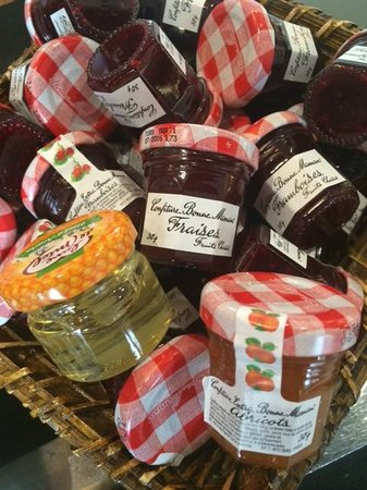 Holiday Inn Paris Marne La Vallee : Jams for room service