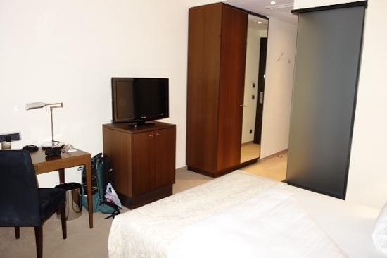 Steigenberger Hotel Metropolitan: tv