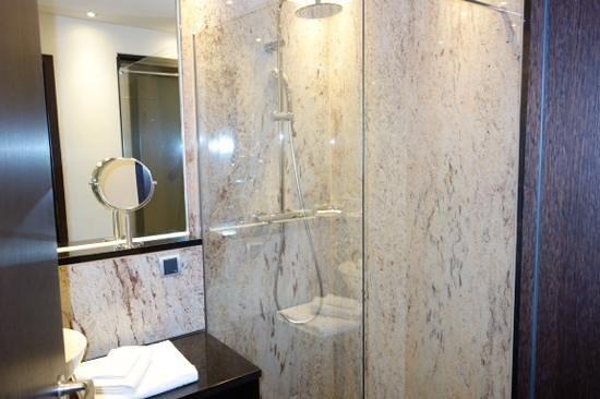 Steigenberger Hotel Metropolitan: bathroom