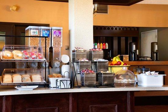 Super 8 Brockville : Breakfast room