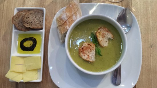 The Green Bean : pea soup