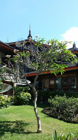 The Jayakarta Bali Beach Resort: Outside Lobby
