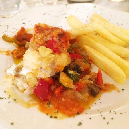 Hotel Santa Barbara de la Vall d'Ordino: Bacalao con sanfaina de tomate, cebolla, calabacín y berengenas