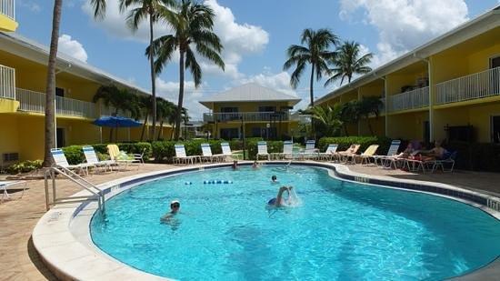 Sandpiper Gulf Resort: Innenanlage mit einem der beiden Pools