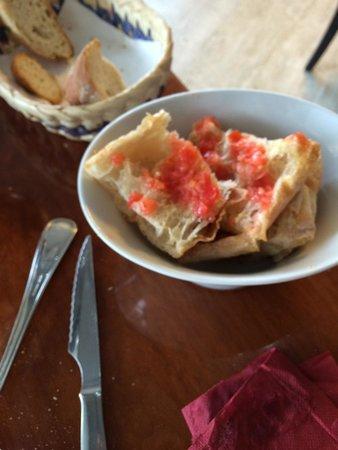 Tapa Negra : Pan con tomate, bueno!