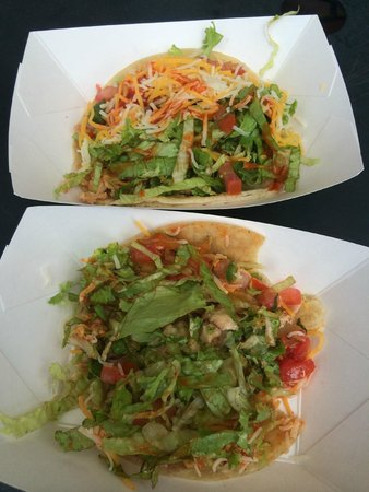 Horhitos Taqueria: delicious chicken and fish tacos