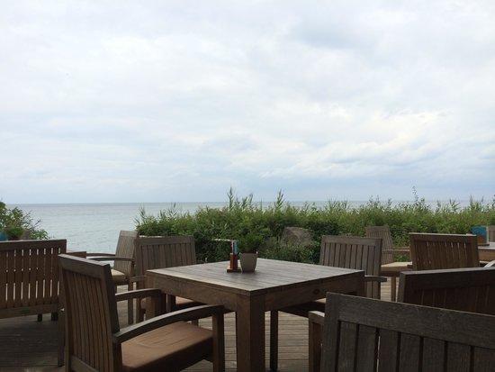Deck Reastaurant, Bar & Beach Club: Blick aufs Wasser
