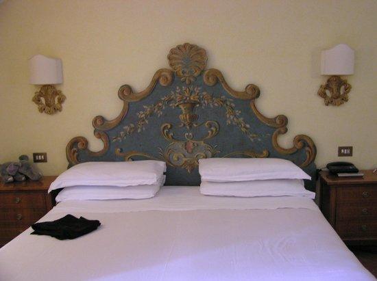 Hotel Mozart: Большая удобная кровать