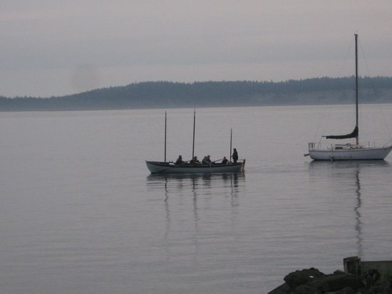 Fins Coastal Cuisine: Port Townsend Viking crew seen from our table.