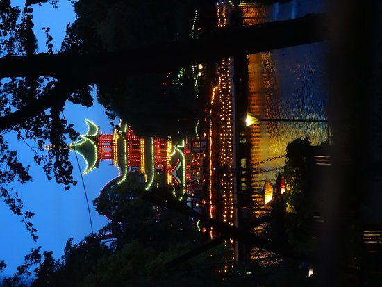Tivoli: Japanese building at night