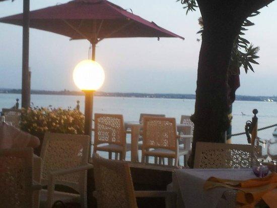 Hotel Sirmione: ristorante vista lago