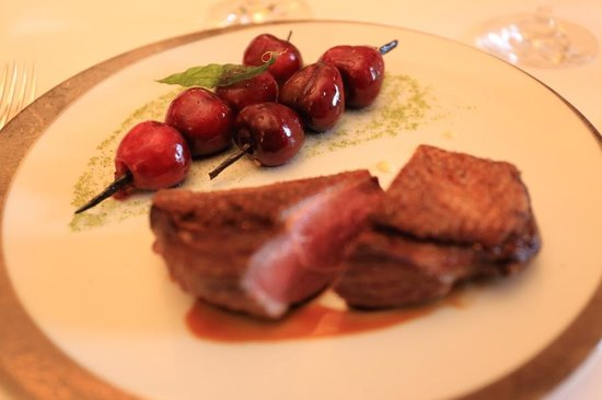 Le Taillevent : Challans duck with cherres